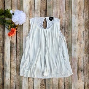 Mossimo white flowy sleeveless tank top